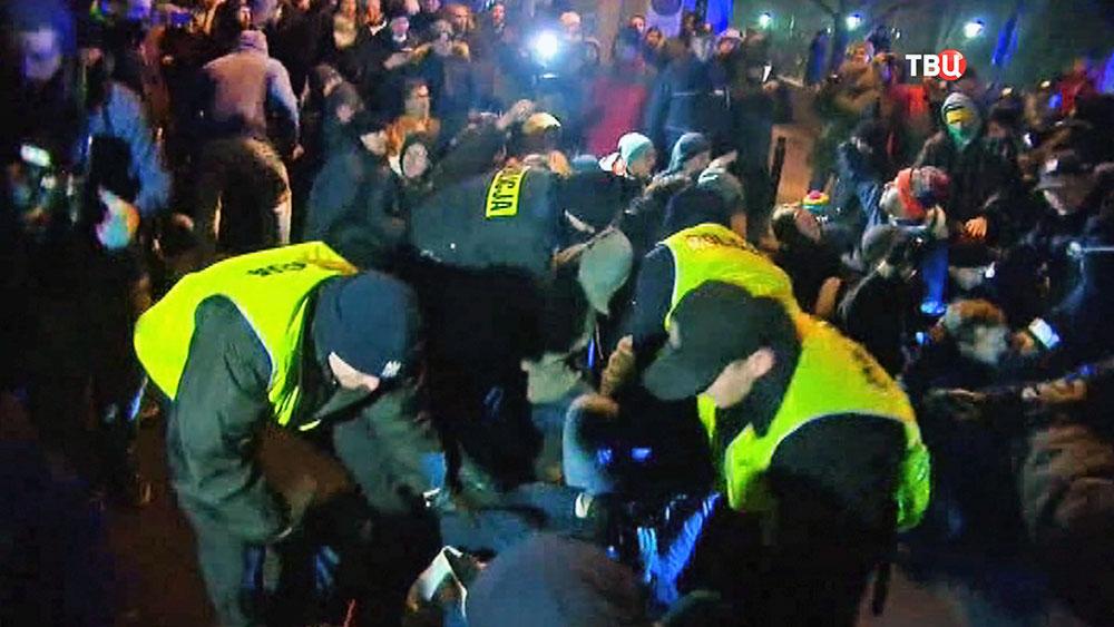 Полиция Польши разгоняет митинг