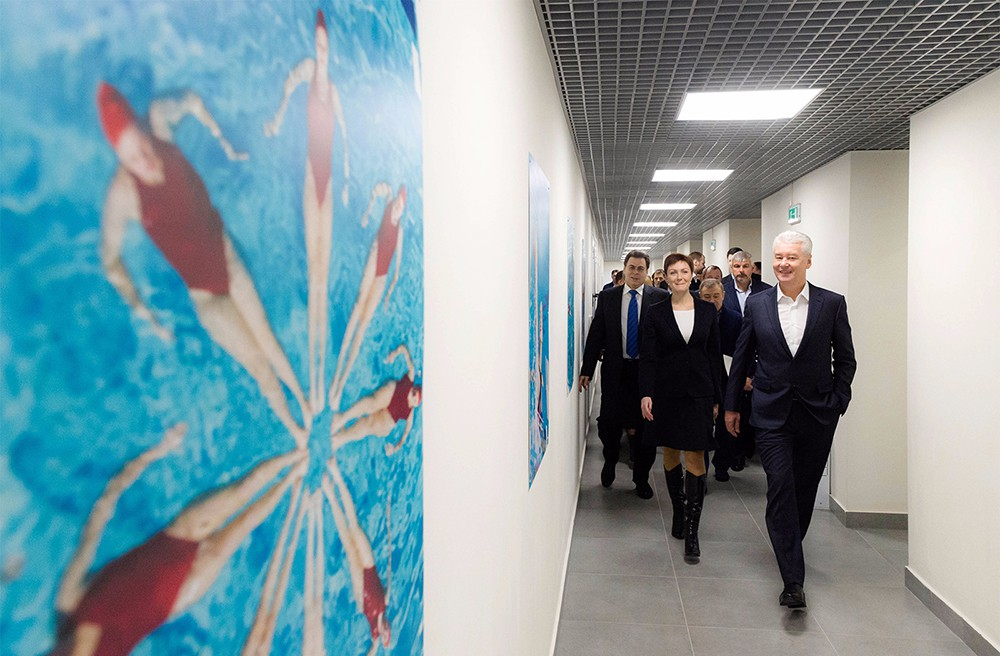 Мэр Москвы Сергей Собянин во время осмотра центра синхронного плавания