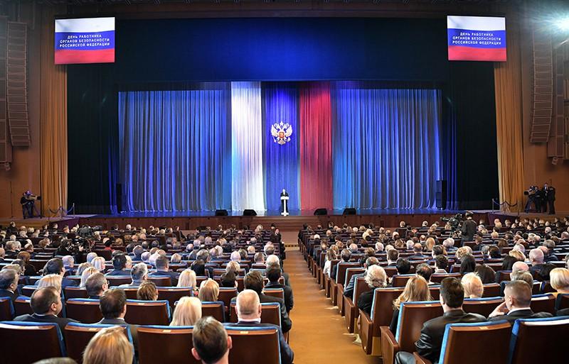 Президент России Владимир Путин выступает на торжественном вечере, посвященном Дню работника органов государственной безопасности