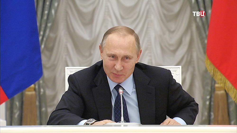 Путин предложил парламентариям «махнуть» побокалу