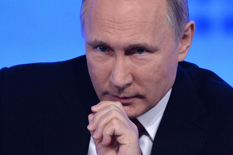 Путин отказался сообщить детали разговора сОбамой по«красному телефону»