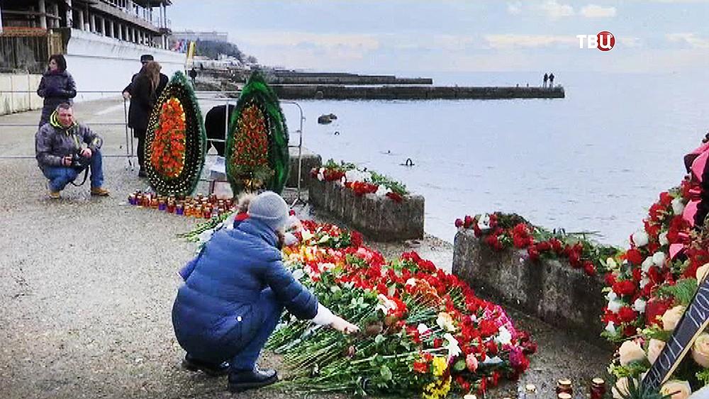 Траурная церемония по погибшим в крушении самолета Ту-154 над Черным морем