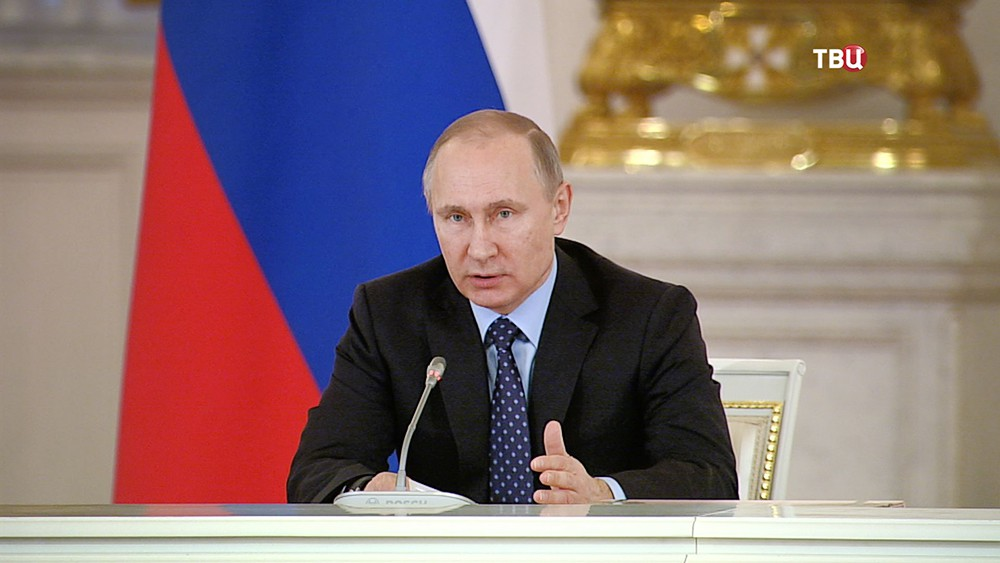 Путин потребовал вдвое уменьшить  загрязняющие воду ивоздух выбросы
