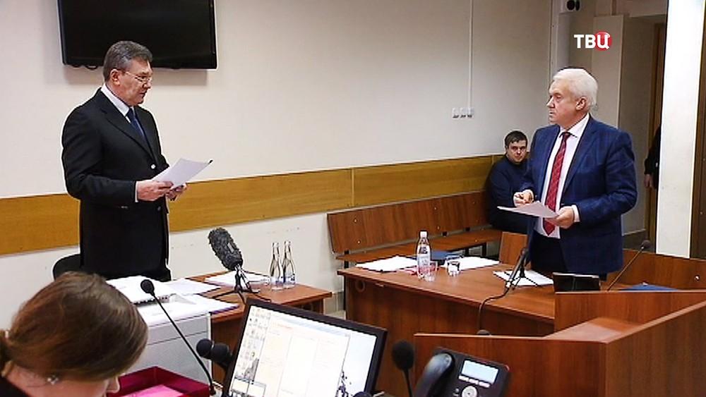 Виктор Янукович и бывший депутат Верховной Рады Владимир Олейник в суде
