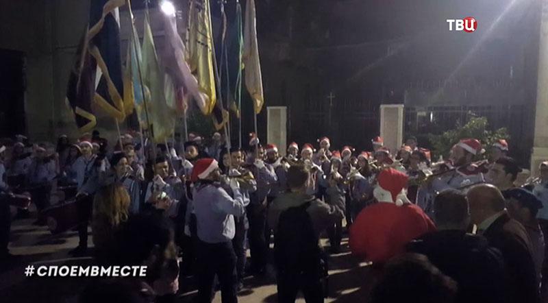 Жители Дамаска поздравляют россиян с Новым годом и Рождеством
