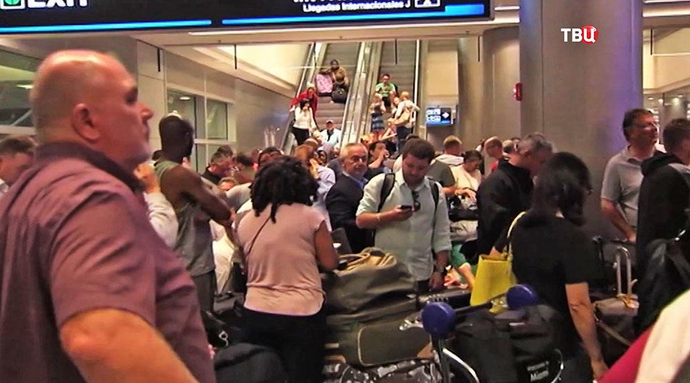 Очередь в аэропорту США