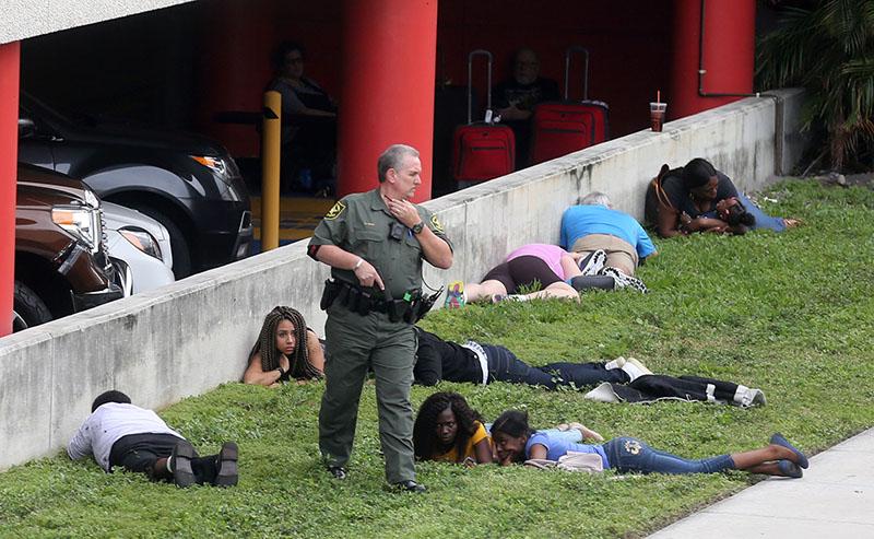 На месте стрельбы в аэропорту Флориды
