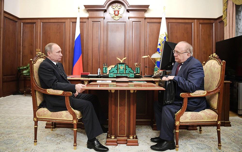 Президент России Владимир Путин и ректор МГУ Виктор Садовничий