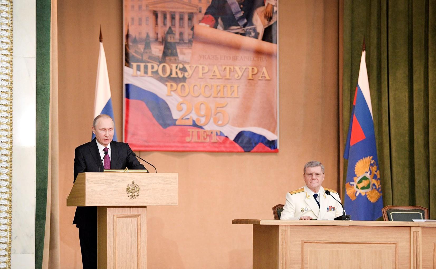 Владимир Путин выступает на заседании, посвященном 295-летию российской прокуратуры