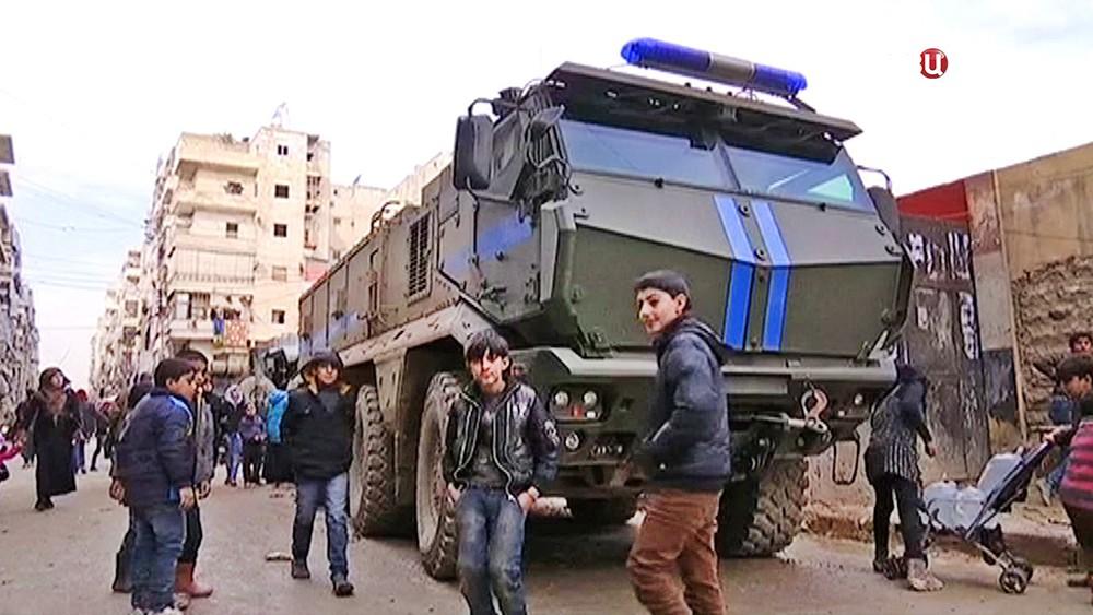 Машины военной полиции Сирии и школьники