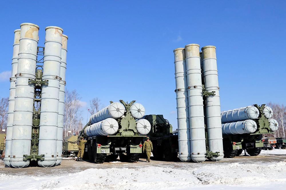 """Зенитный ракетный комплекс (ЗРК) С-400 """"Триумф"""""""