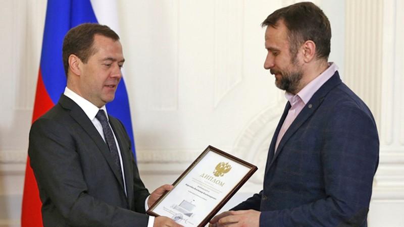 Медведев пожелал корреспондентам лайков состороны власти