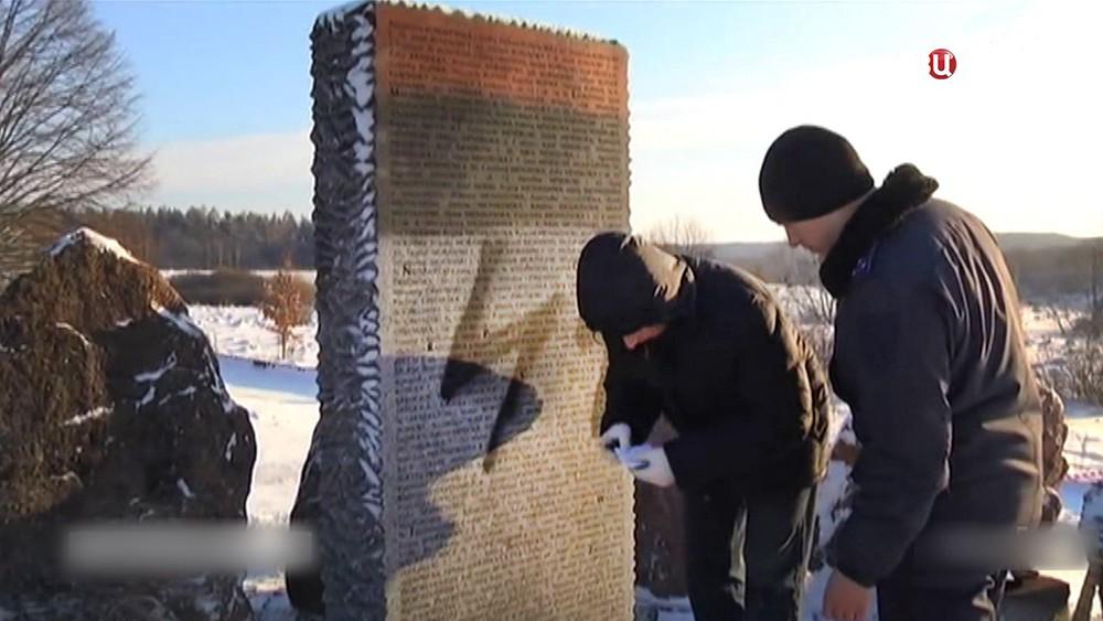 Украинские радикалы осквернили польский мемориал