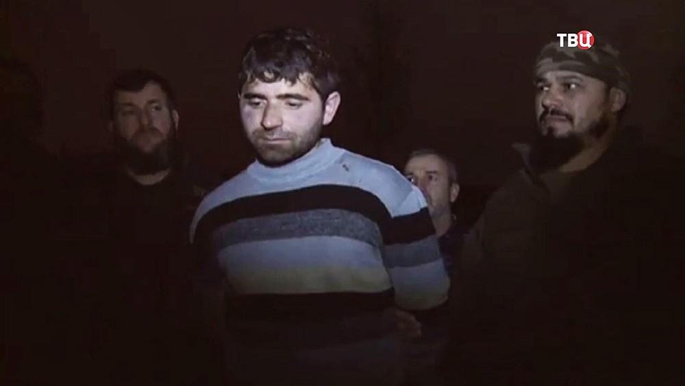 Задержанный террорист в Чечне