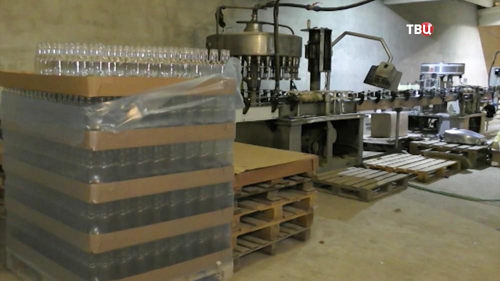 25 тыс бутылок контрафактного алкоголя изъято изподпольного цеха вПодмосковье