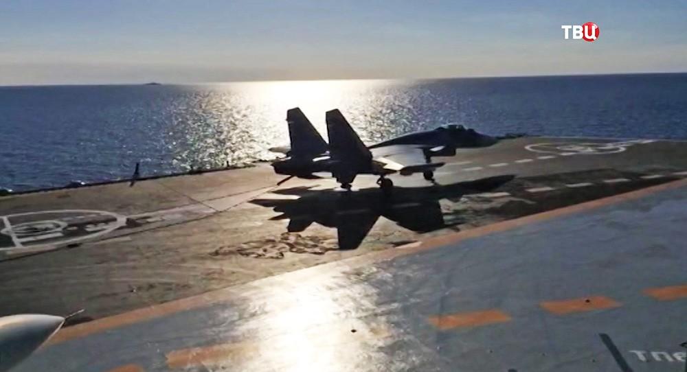 "Посадка палубного истребителя Су-33 на авианосец ""Адмирал Кузнецов"""