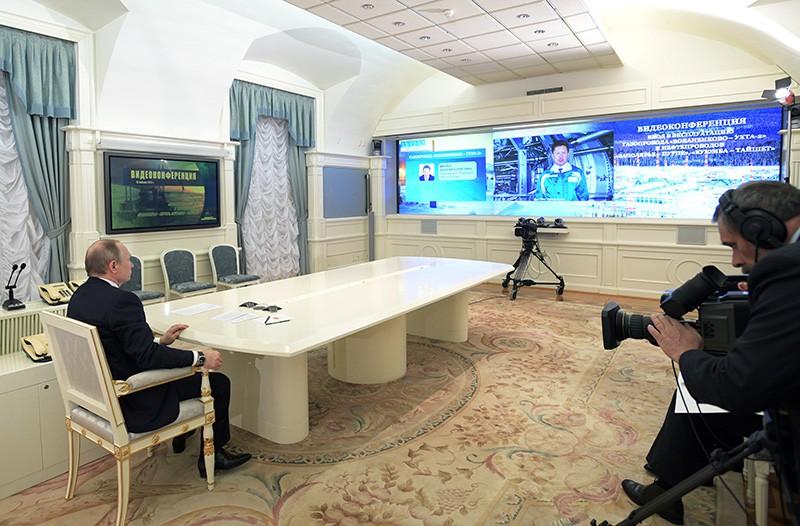 Президент России Владимир Путин во время церемонии запуска в режиме видеоконференции газопровода