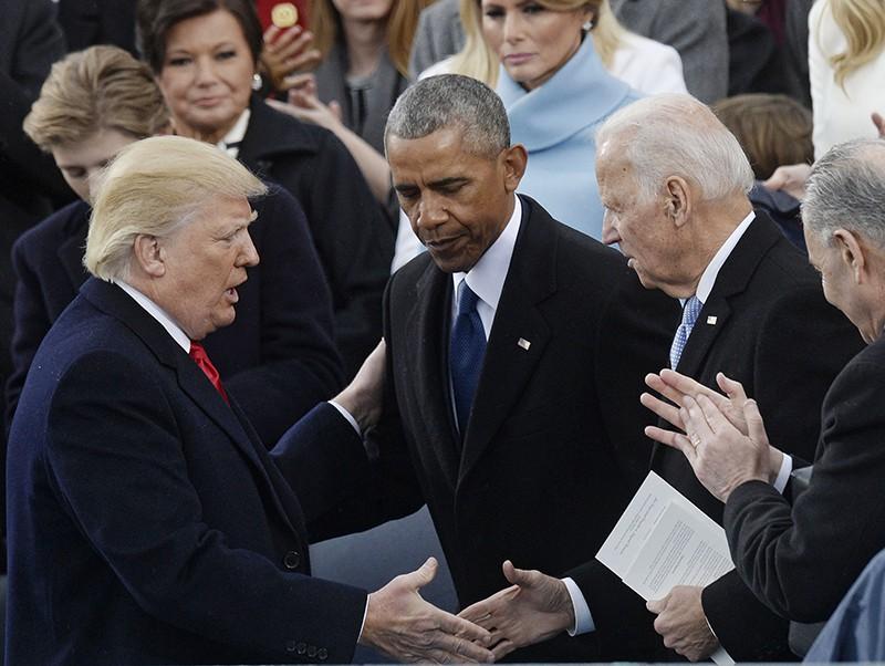 Президент США Дональд Трамп, бывший президент США Барак Обама и бывший вице-президент США Джо Байден (слева направо)