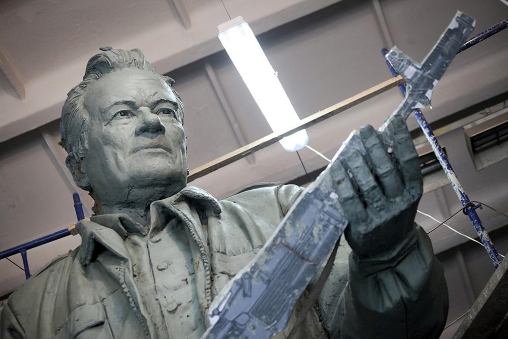 Работы по созданию памятника Михаилу Калашникову