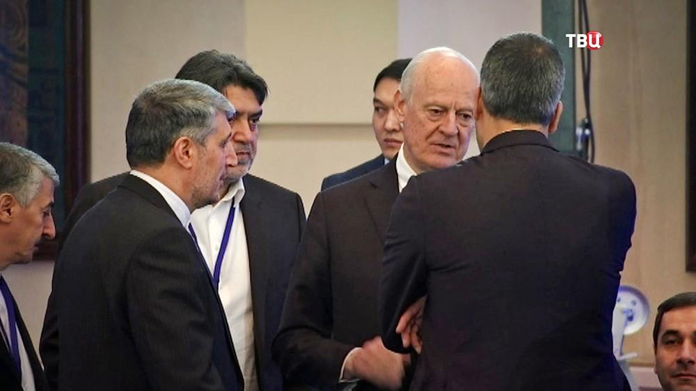Стаффан де Мистура на переговорах по урегулированию конфликта в Сирии