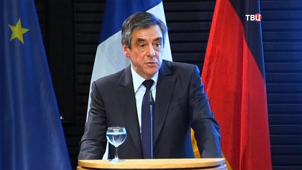 Французские СМИ поведали обобыске вдоме Фийона
