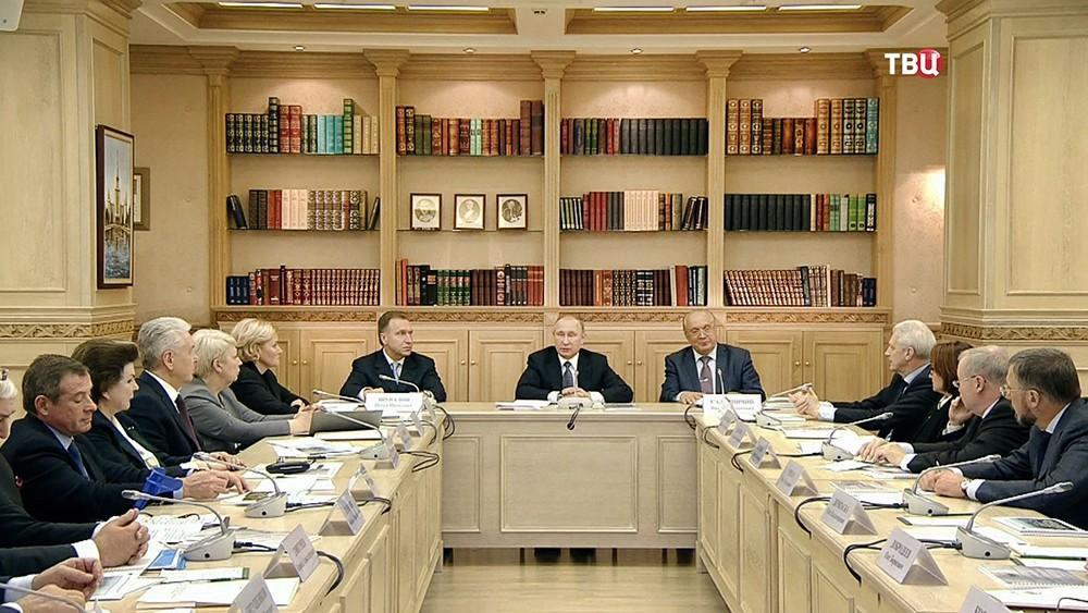 Владимир Путин проводит заседание в МГУ