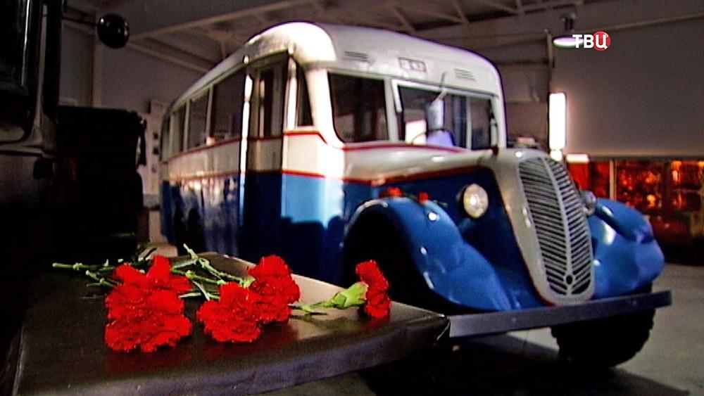Пассажирский автобус АЛ-2. В годы войны принимавший участие в эвакуации из Ленинграда