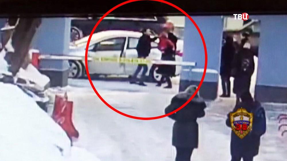 Нападение таксиста на мать с ребенком
