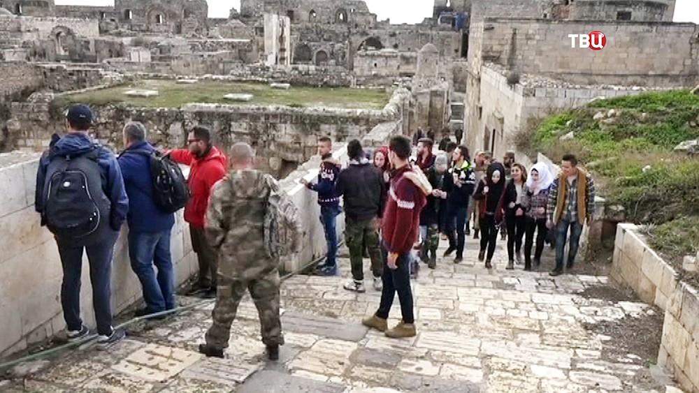 Туристы в Цитадели Алеппо