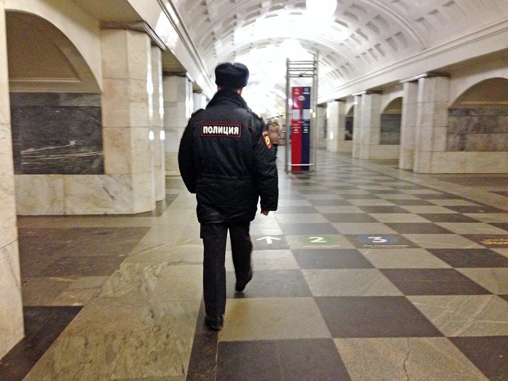 """Полиция на станции метро """"Охотный ряд"""""""