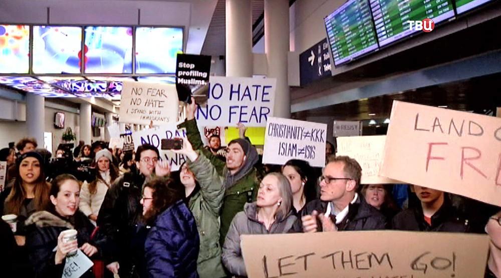 Митинг противников миграционной политики Дональда Трампа