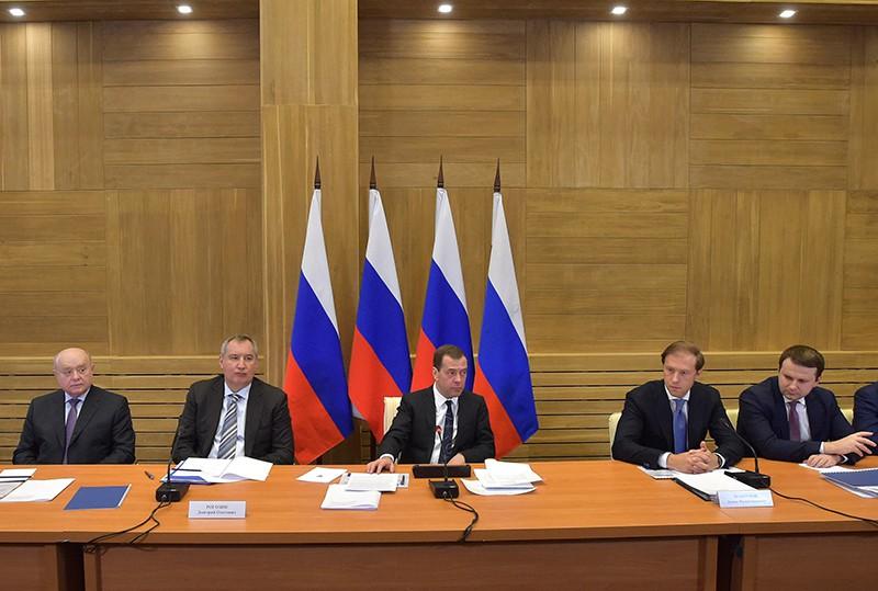 Дмитрий Медведев проводит совещание о развитии производственных мощностей организаций