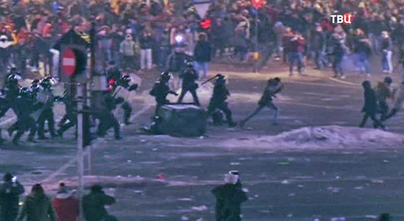 Протесты вБухаресте собрали неменее 250 тыс. человек