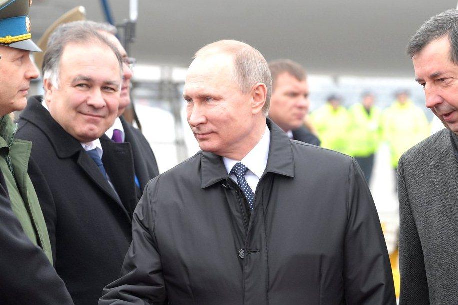 Владимир Путин во время визита в Венгрию
