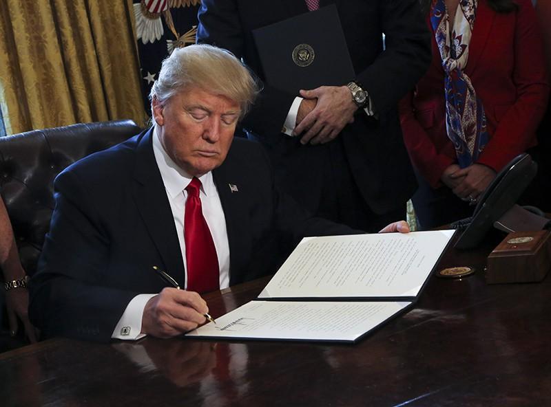 Президент США назвал смехотворным решение судьи изСиэттла побеженцам