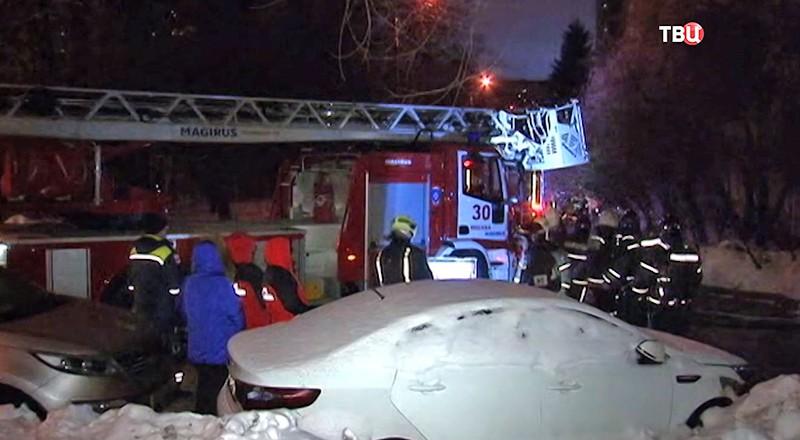 Работник МЧС умер, спасая людей впожаре вмосковской квартире