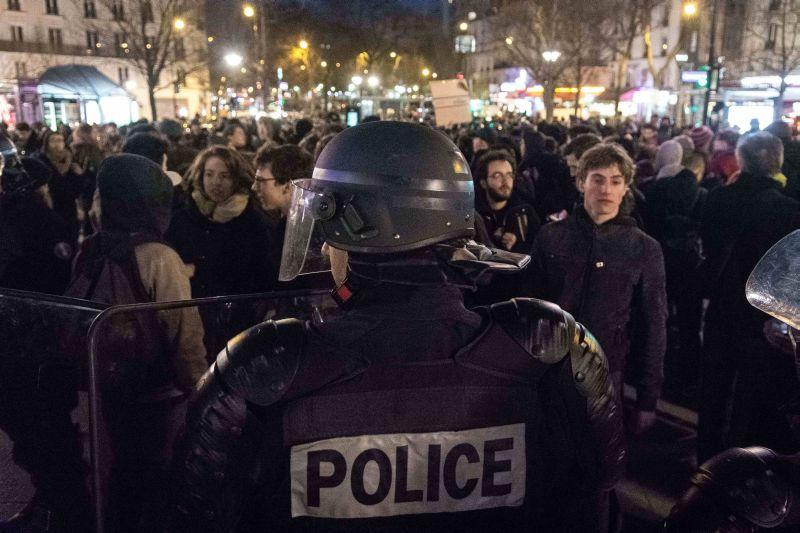 Пригороды Парижа четвертые сутки протестуют против произвола полиции