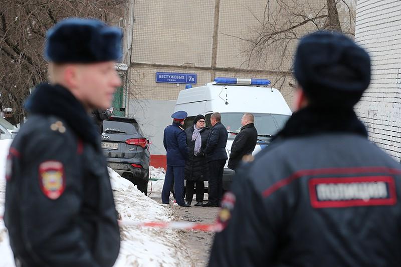 Сотрудники полиции на месте нападения на инкассаторов