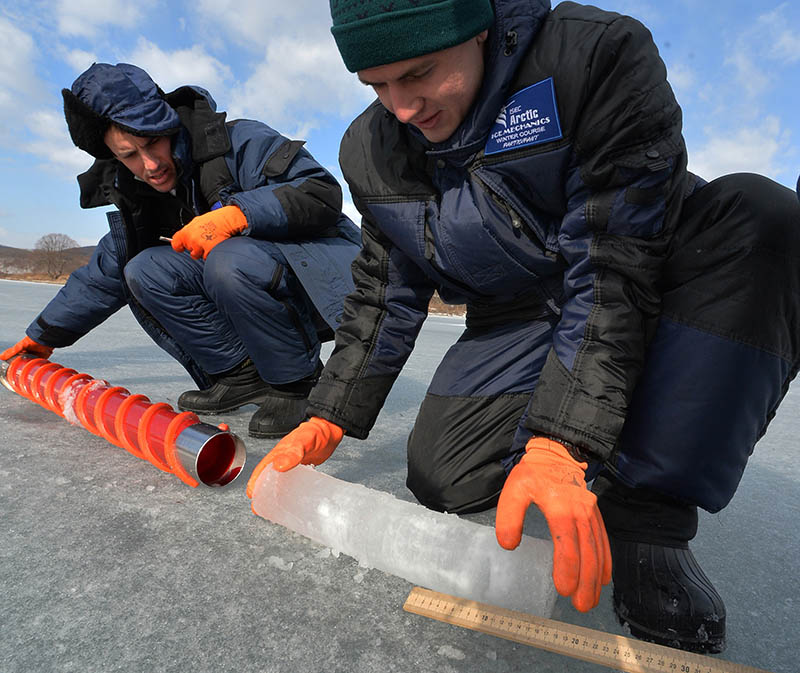Изучение свойства льда во Владивостоке