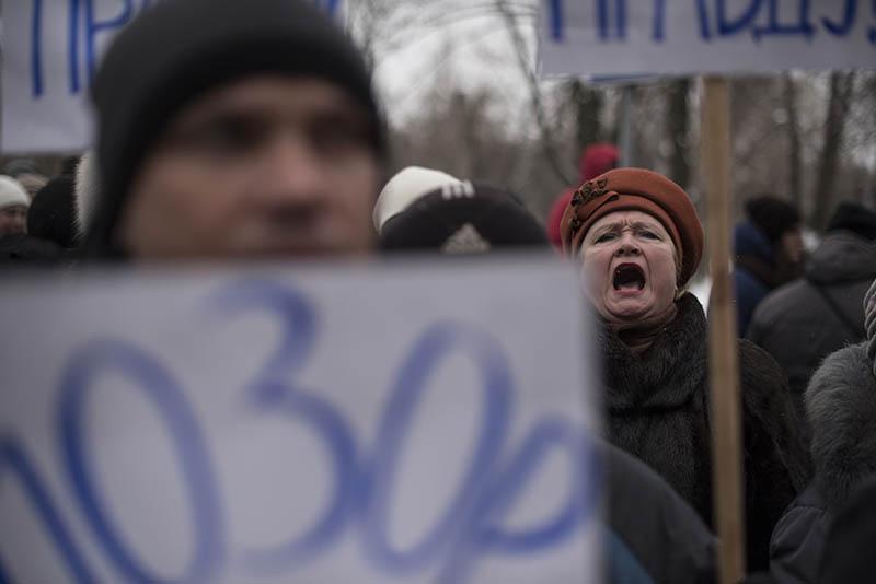 Жители Донецка на митинге