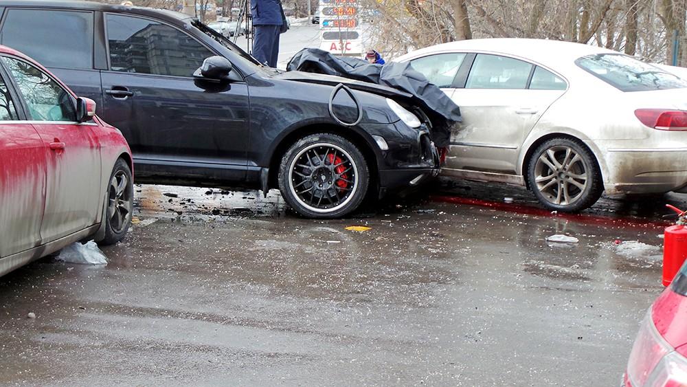 ДТП с участием Porshe на Мосфильмовской улице