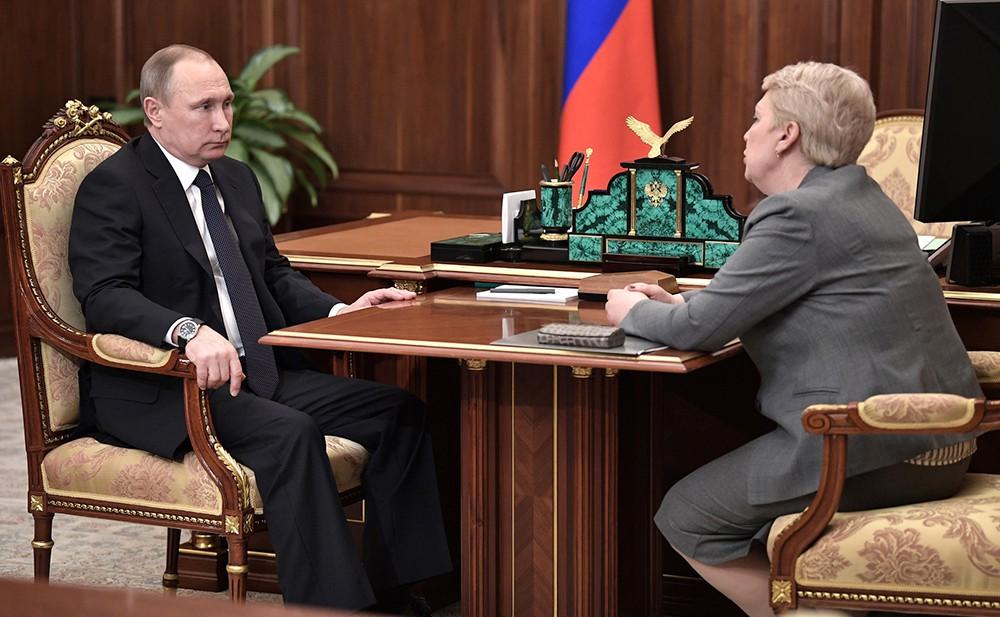 Президент России Владимир Путин и министр образования и науки Ольга Васильева