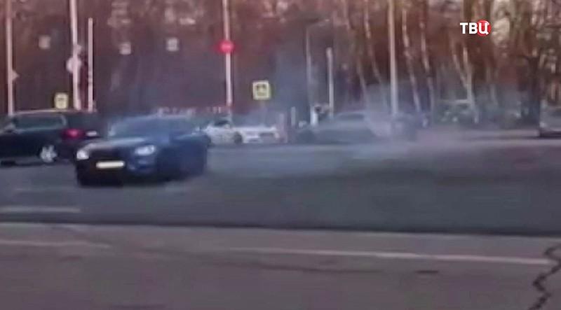 ГИБДД проверяет два ролика сдрифтующими на трассах столицы автомобилями