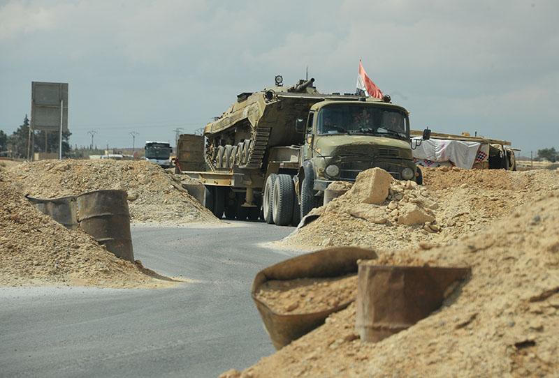 Военная техника сирийской армии на дороге к Пальмире