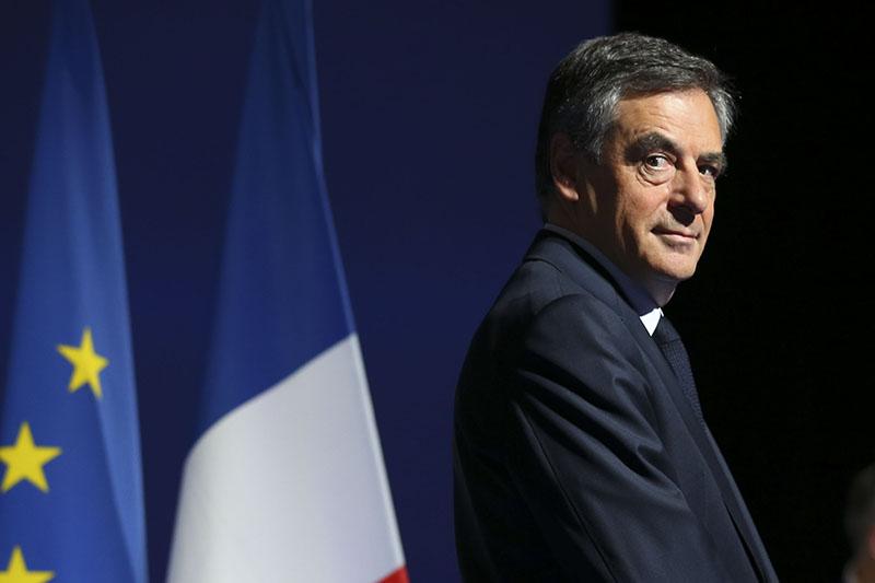 Фийон объявил, что неоткажется отучастия ввыборах президента Франции