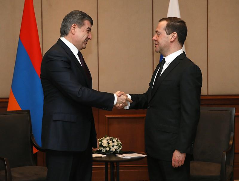 Участникам ЕАЭС нестоит упражняться вподсчетах цены на русский газ— Медведев