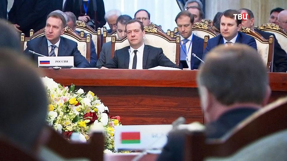 Председатель правительства РФ Дмитрий Медведев на заседании Евразийского межправительственного совета