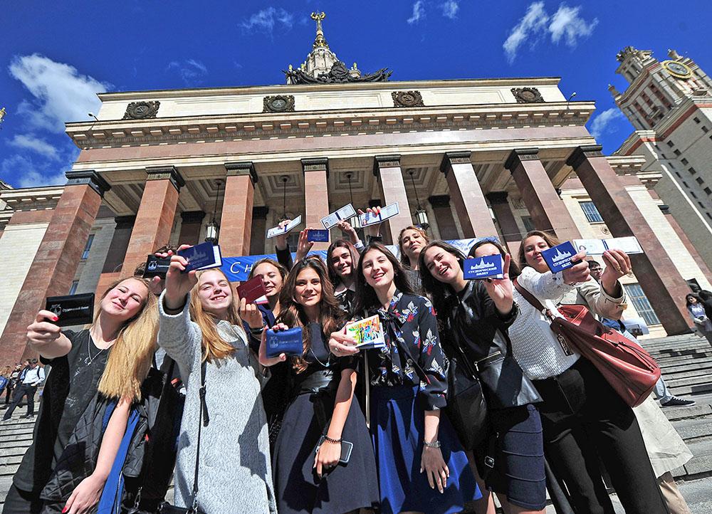 Каждый третий выпускник МГУ в этом году получил красный диплом  Студенты МГУ Фото copy <a href mskagency ru >Агентство городских новостей Москва < a>