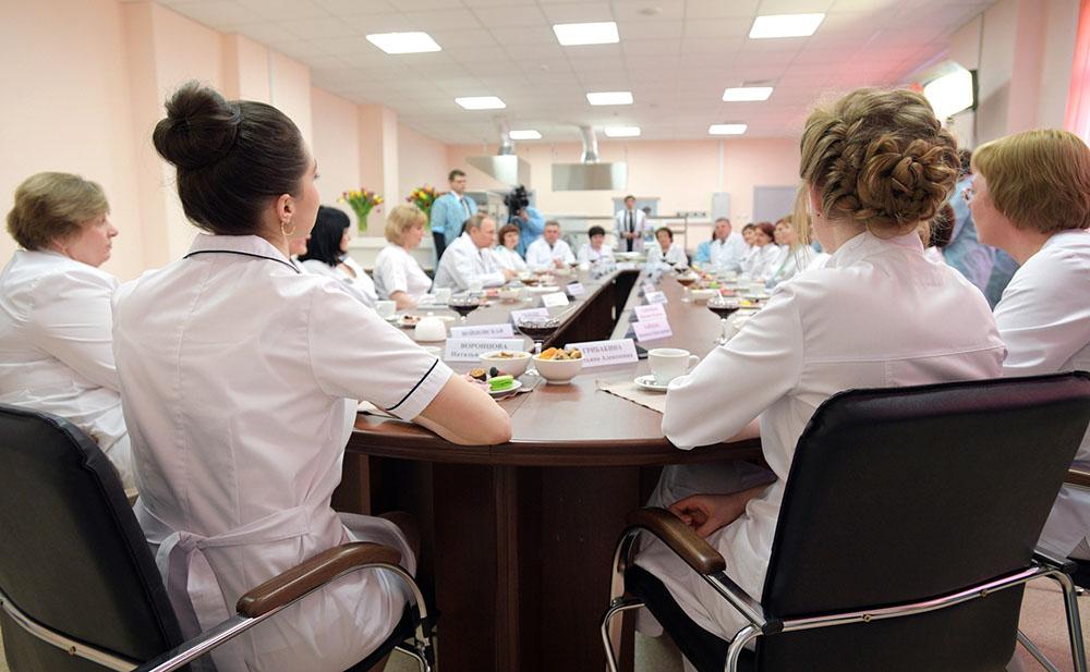 Врачи Брянской городской больницы общаются с Владимиром Путиным