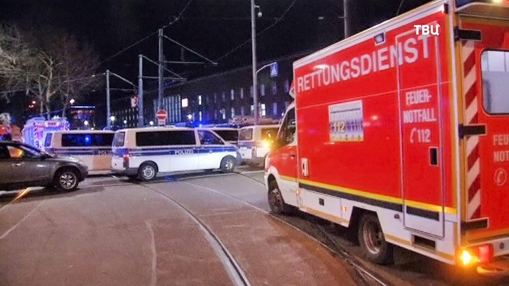 Машины полиции и скорой помощи в Германии